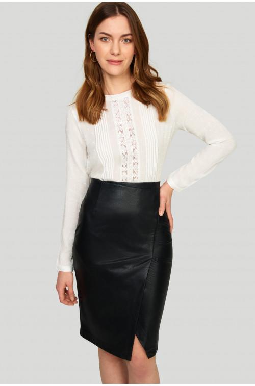 Elegancka bluzka wiskozowa z koronką i haftem na przodzie