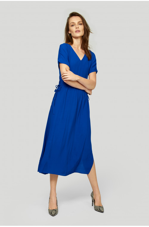 Wiskozowa sukienka z wiązaniem w pasie