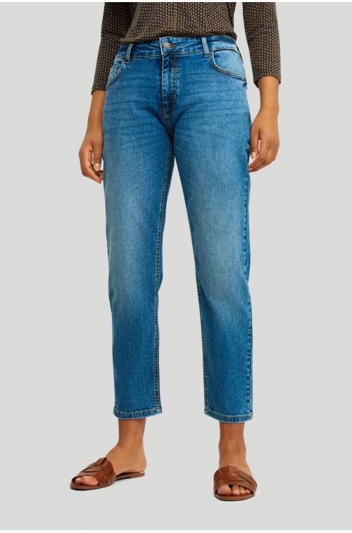 Elastyczne denimowe spodnie o kroju boy- friend
