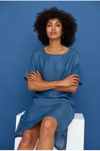 Sukienka z lyocell'u z troczkami w talii