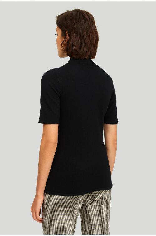 Dopasowany sweter ze stójką
