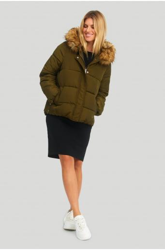 Krótka kurtka, z futrem wokół kaptura, wypełnienie z materiałów ekologicznych