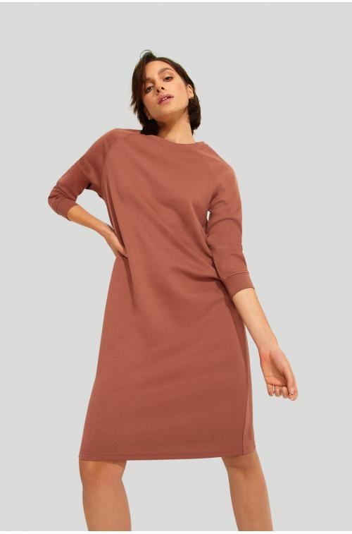Dzianinowa sukienka z dodatkiem włókien ekologicznych